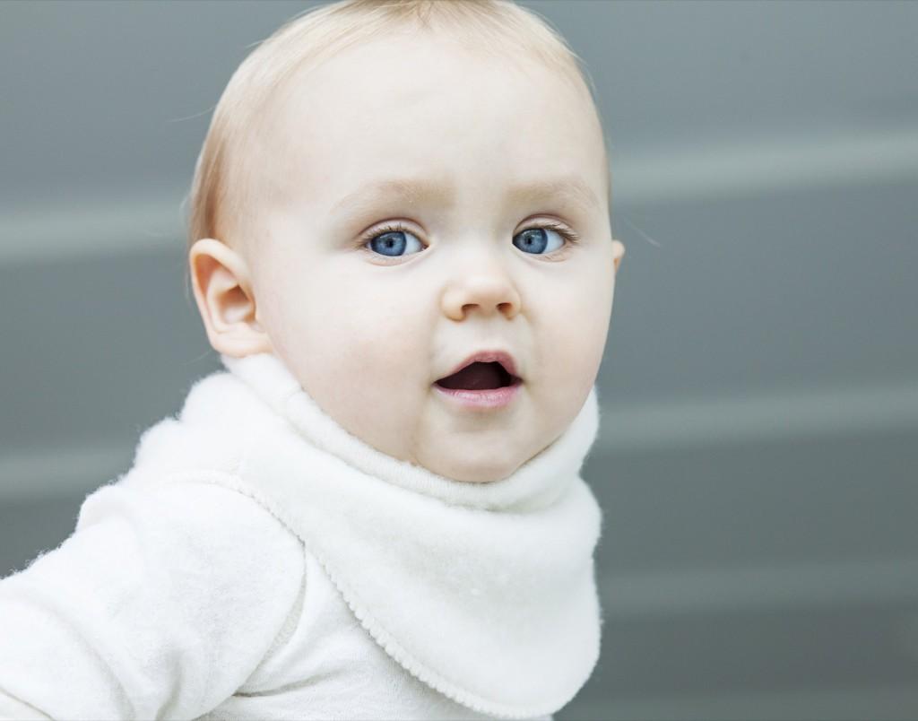dreng med halsedisse i uld