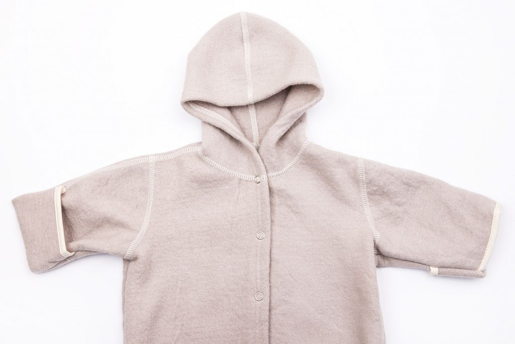 Babysuit detail hood