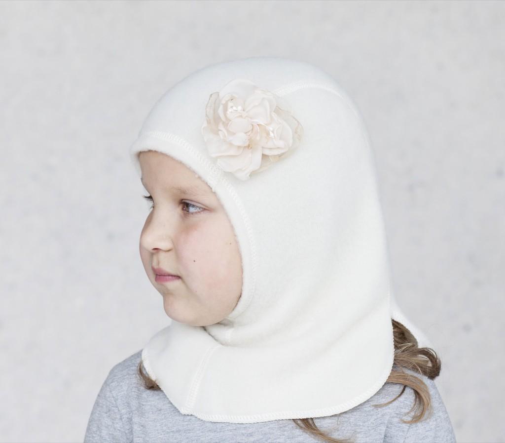 uldelefanthue pige med sød lille blomst