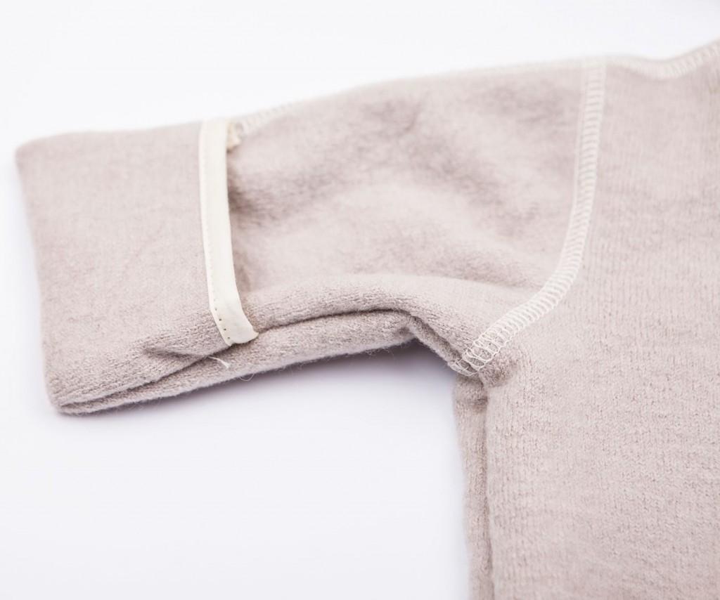 Babysuit detail hand